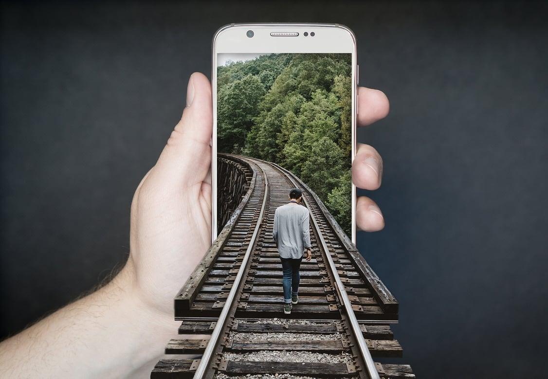 manipulation-smartphone-2507499_1920